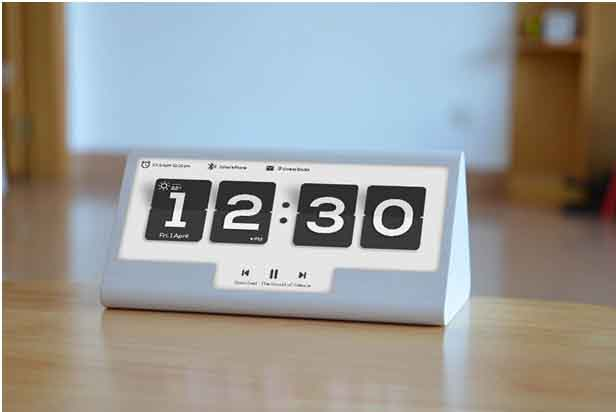 Smart-desk-clocks
